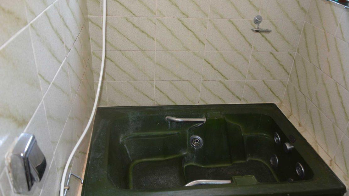 Apartamento no centro de Ubatuba para vender - banheiro hidro