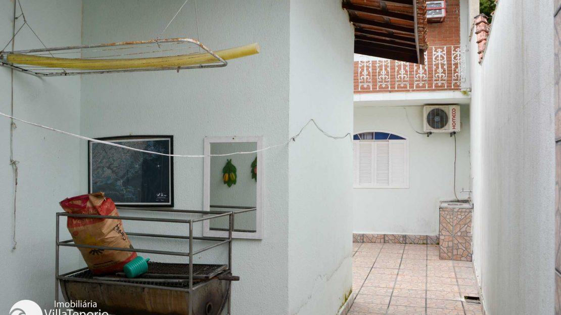 Casa para vender Ubatuba - Praia da Enseada - quintal