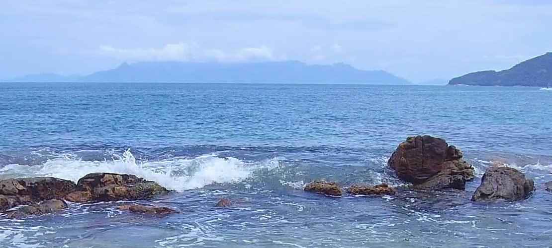 Praia em Ubatuba para vender