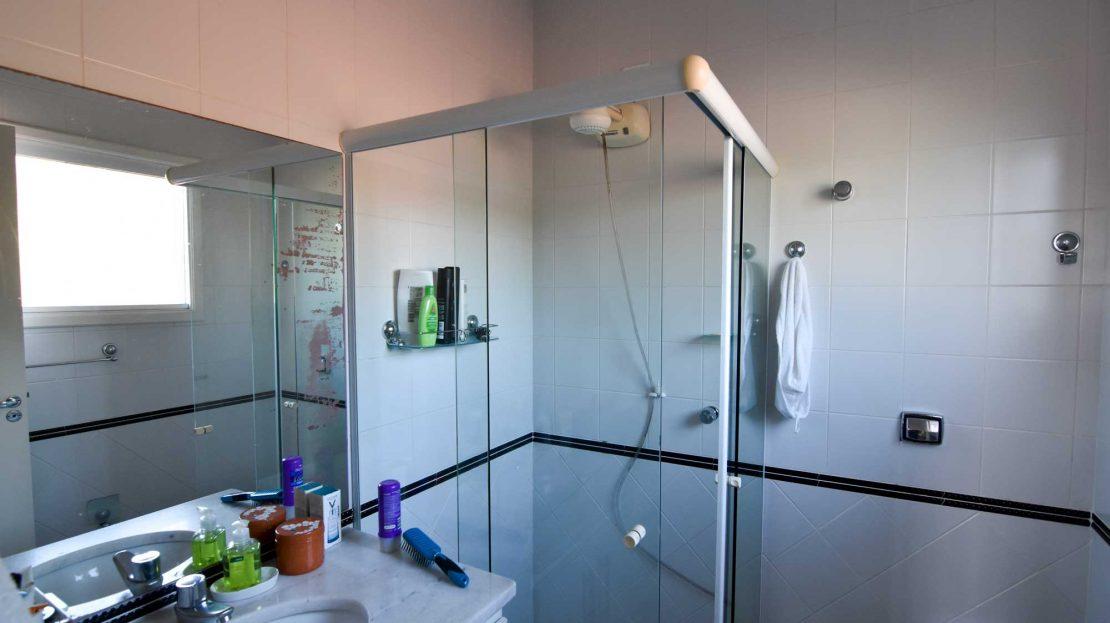 Casa-para-vender-em-Ubatuba_Praia-do-Lazaro_suite1_banheiro_700