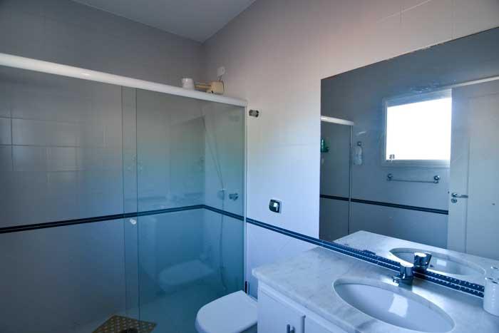 Casa-para-vender-em-Ubatuba_Praia-do-Lazaro_suite3_banheiro_700