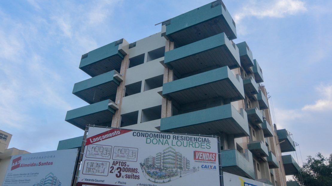 Apartamentos de luxo pertinho da orla do Itagua em Ubatuba para vender