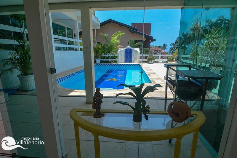 Casa Condominio Fechado Ubatuba_sala_piscina