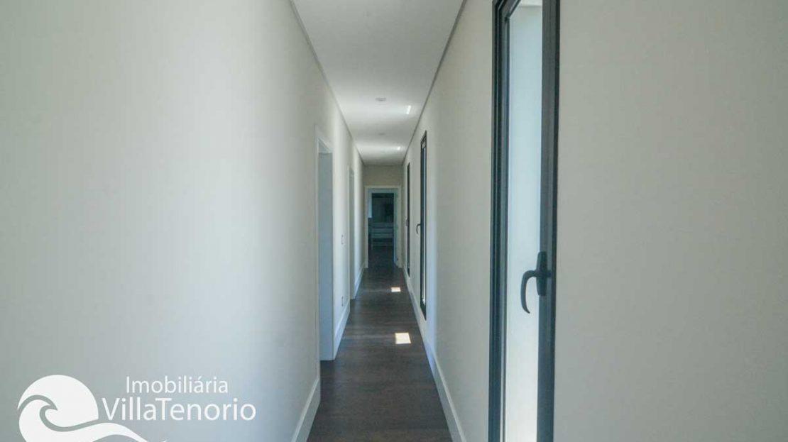 Casa-venda-santa-rita-ubatuba-corredor-quartos