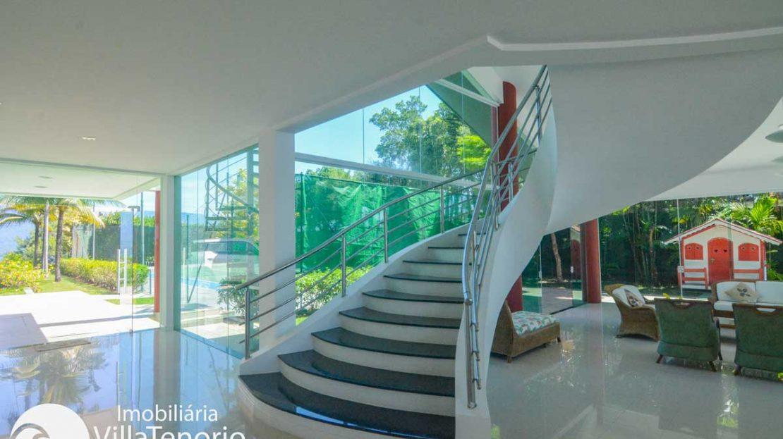 Casa-venda-ponta-grossa-ubatuba-sala-escada