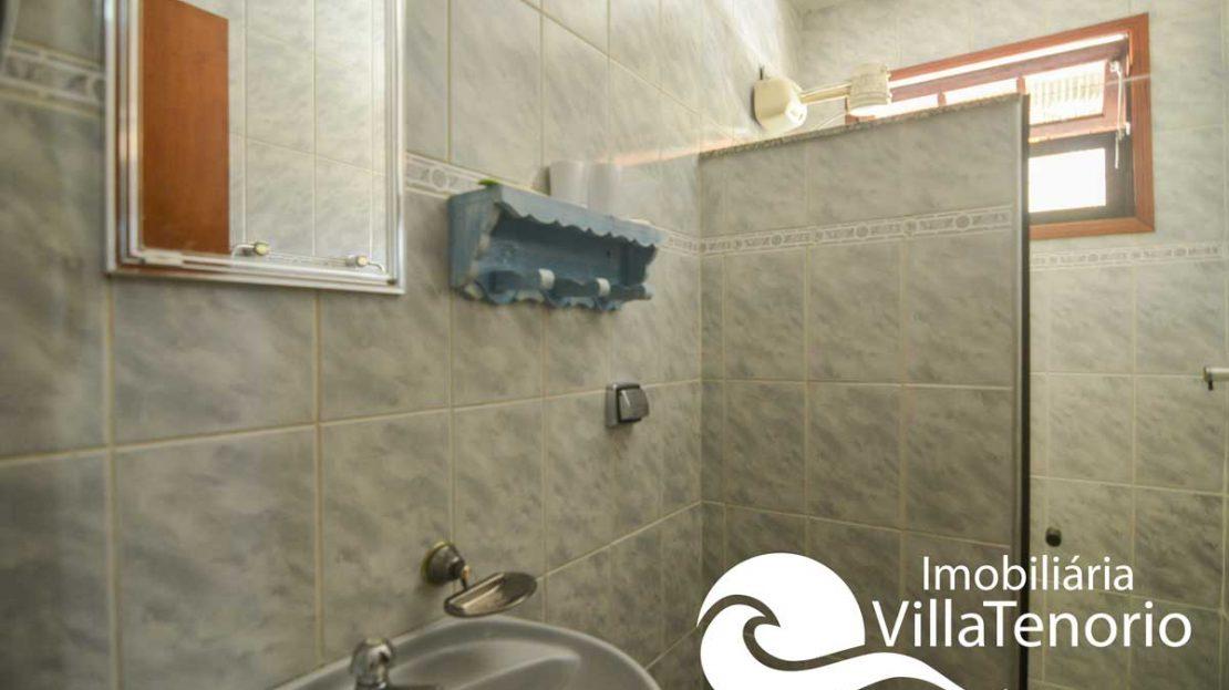 Casa-venda-centro-ubatuba-banheiro-edicula