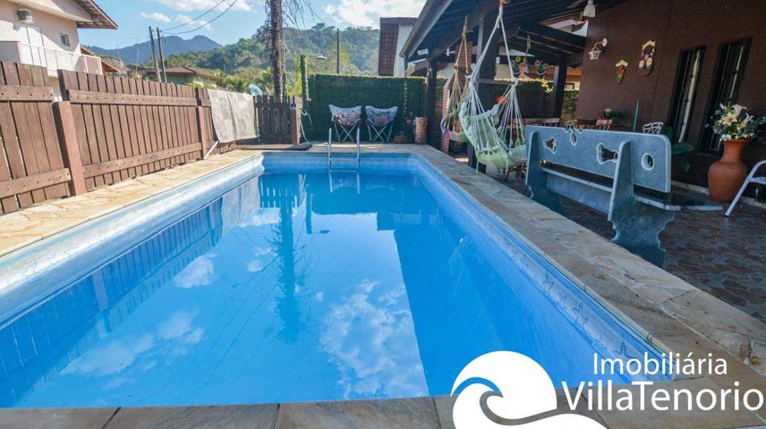 casa-para-vender-em-ubatuba-piscina-