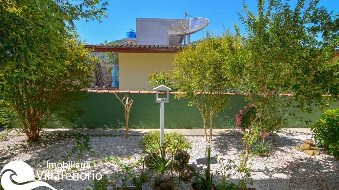casa-venda-praia-lagoinha-ubatuba-quintal