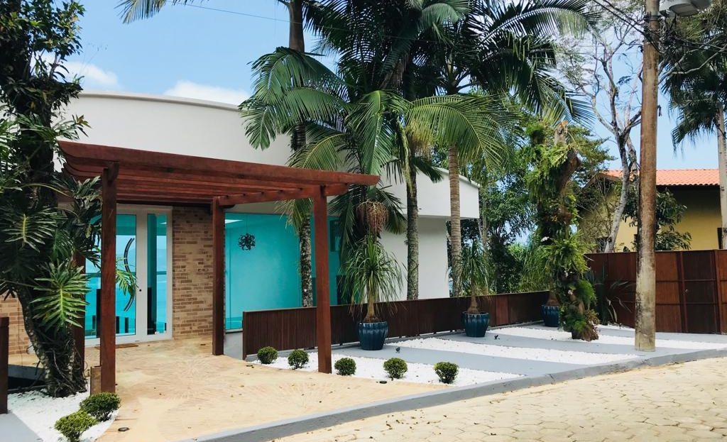 Casa alto padrão para vender em condomínio fechado em Ubatuba