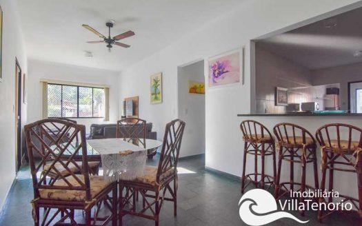 Casa para vender com 3 quartos na praia das Toninhas em Ubatuba-SP