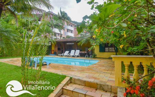 Casa com piscina para vender na Praia das Toninhas em Ubatuba-SP